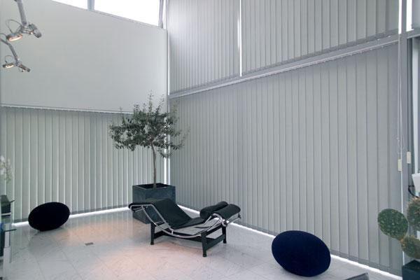le store californien ses bandes verticales sont tendance rue du store le blog. Black Bedroom Furniture Sets. Home Design Ideas