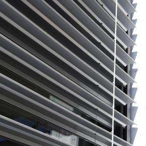 Brise-soleil-orientable-détail-tablier-aluminium
