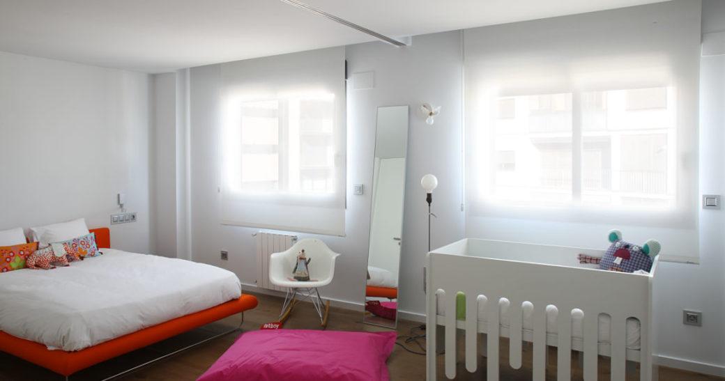 les avantages du store enrouleur occultant pour une chambre de bébé